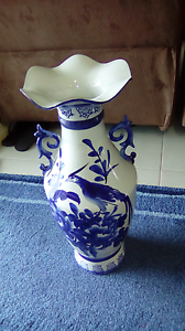 Pair of 2ft vases $40 o.n.o. Cessnock Cessnock Area Preview