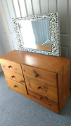 Draws with mirror. Chest of draws / Dresser Lambton Newcastle Area Preview