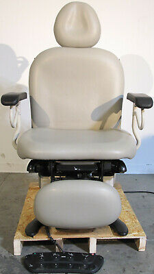 Ritter Midmark 630-004 Power Exam Chair Table With Footswitch And Hand Control
