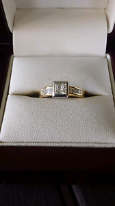 18ct Engagement and wedding ring Jimboomba Logan Area Preview