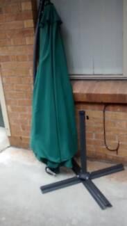 NEW 3m cantilever green outdoor umbrella