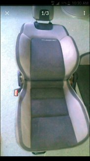 Ve clubsport hsv front seats