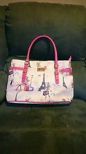 Beautiful Paris print handbag. Truganina Melton Area Preview