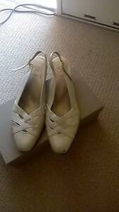 Kumfs pearl cream leather shoes and clutch purse Kambah Tuggeranong Preview