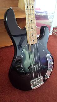 Bass guitar / electric bass: Music Man Stingray 4 Preston Darebin Area Preview