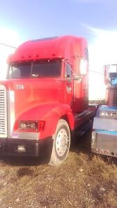 2000 Freightliner Parts Truck-Strictly parts truck