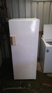 Kelvinator 330 litre refrigerator