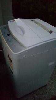 Washing machine  Mango Hill Pine Rivers Area Preview