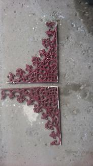 Cast iron lace brackets
