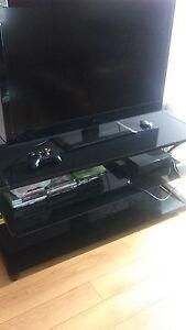 TV LG 32 po + xbox 360 avec cable Hd et jeux fifa + table
