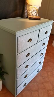 Vintage style tall boy / chest of drawers  Pottsville Tweed Heads Area Preview