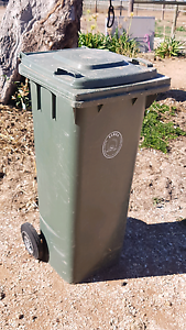 Wheelie Rubbish Bin .. used Windsor Hawkesbury Area Preview