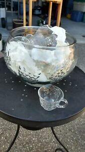 Classic punch bowl $5 12 cups hooks & ladel