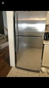 Whirlpool stainless steel top freezer bottom refrigerator 18.2