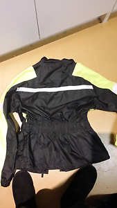 Motorcycle wet weather jacket M Cranbourne West Casey Area Preview