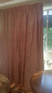 Custom-made children's curtains
