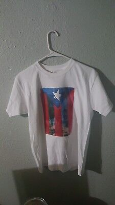 Costume Puerto Rico (White Tshirt with costum Puerto Rico graphic art. Youth Larget (14/16))