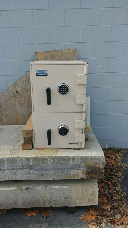 Diebold TL 15 double door safe