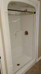 5ft Acrylic Shower Surround. Great condition!