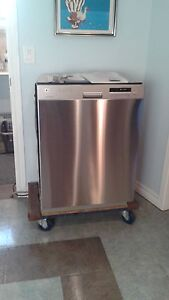 Lave-vaisselle stainless excellente condition 350$