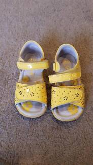 2dfccbcf196b Girls Sandals Clarkes First Shoes Size 7.5D Siara BALLARAT