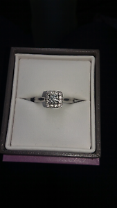 14ct white gold engagement ring Bolwarra Maitland Area Preview