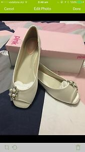 **NEW** Wedding shoes with pearls - Size 41 (size 9 or 10) Doubleview Stirling Area Preview