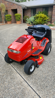 TORO RIDE ON MOWER XL380 H    WITH REAR CATCHER.