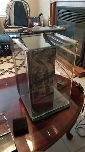 MarineLand ML90609 Portrait Aquarium Kit, 5-Gallon w/Hidden Filter & accessories