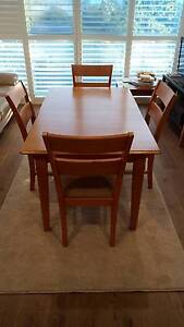 Extendable dining room table 6 chairs Adamstown Newcastle Area Preview