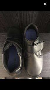 Boys size 3.5 dress shoes