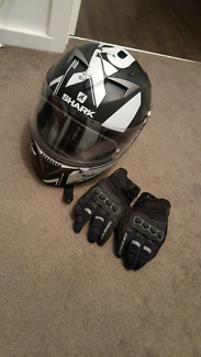 Shark (XS) helmet with viser and Gloves (S)