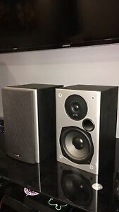 Polk Audio bookshelf speakers