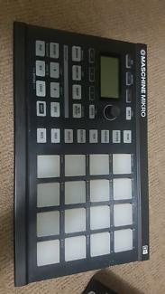 Maschine Mikro mk1 + Traktor Kontrol s2 midi controllers dj beat