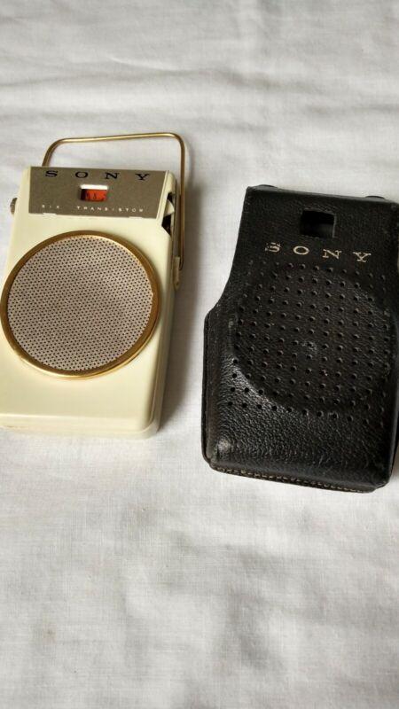 Vtg 1950s SONY TR-610 cream color 6 Transistor Radio Works W/Original Case.SONY