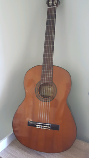 Yamaha classic acoustic guitar G225A restringed for left hand