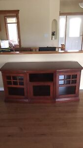 Hutch/Cabinet/TV Stand