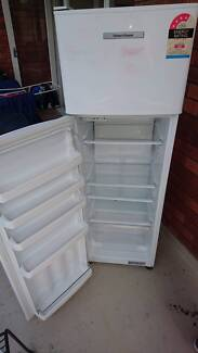 FisherPaykel E249T 248L Fridge Freezer - Good condition (1 owner)