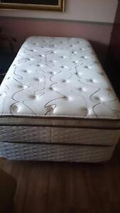 King single bed Tuncurry Great Lakes Area Preview