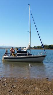 Court 650 trailer sailer boat