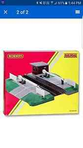 Hornby OO gauge Model Trains Automatic Level Crossing Heathmont Maroondah Area Preview