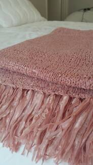 BED BATH & TABLE Pink Shabby Chic Knitted Ribbon Throw Rug