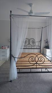 Beautiful Wrought Iron 4 poster post Queen sized bed