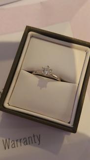 18kt white gold 0.5 caret engagement ring