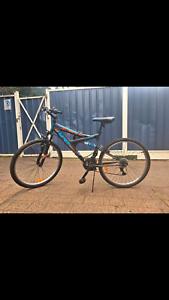 HYPER Road Bike - With Combination Lock & Helmet
