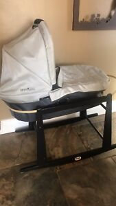 Uppababy bassinet and jolleyjumper stand