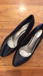 Women's heeled shoes - worn once - leather size 8