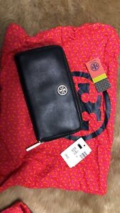 AUTHENTIC TORY BURCH ROBINSON WALLET