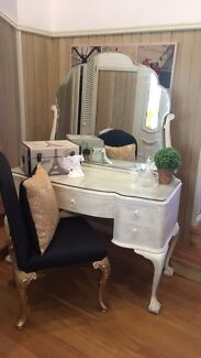 French a Provincial Dressing Table and Chair