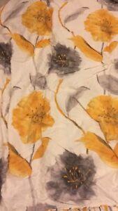 Queen duvet cover and matching pillowa